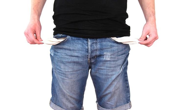 La crisi non dà tregua: 28mila famiglie indebitate fino al collo. Il rischio è l'usura