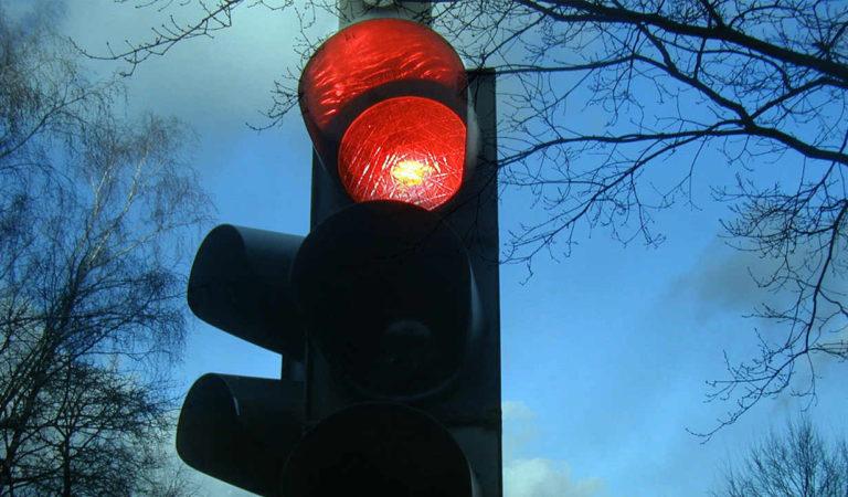 Preparatevi: a Torino stanno già installando i T-Red, i semafori che fanno la multa