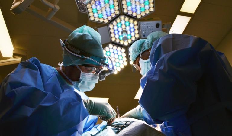 Gli entra una freccia nel cuore e gli trapassa il ventricolo sinistro: salvo grazie a un team delle Molinette