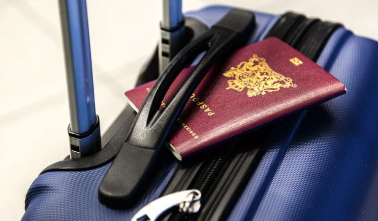 Falsifica la firma del marito avere il passaporto dei figli minorenni