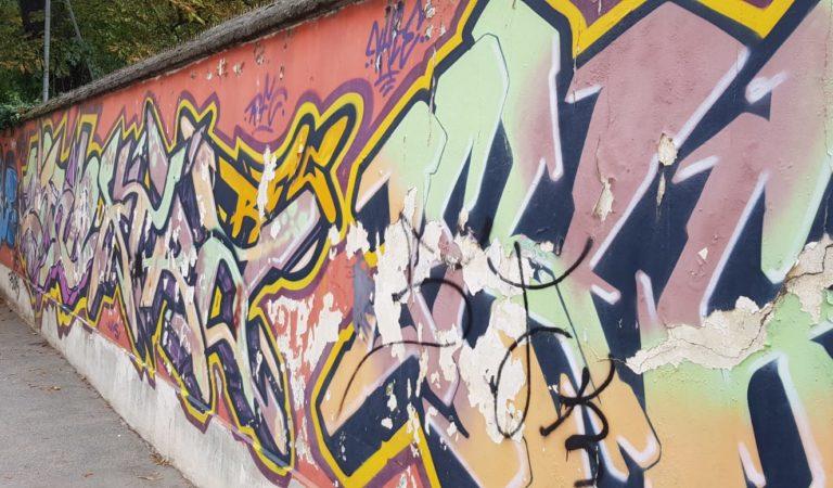 I murales della tesoriera, un tempo favolosi ora penosi grazie all'inciviltà della gente