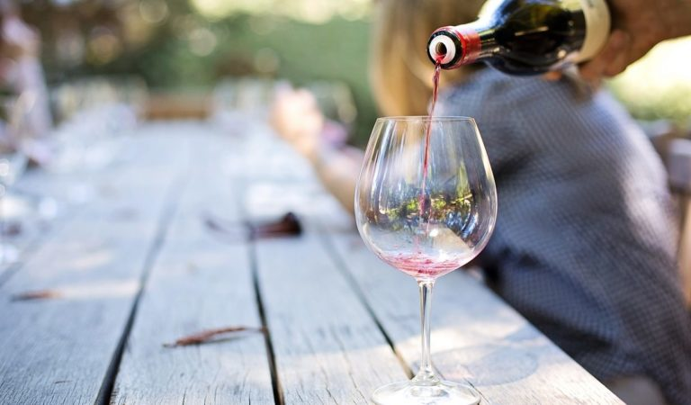 Il buon vino? Non solo per intenditori: come scegliere il vino di qualità