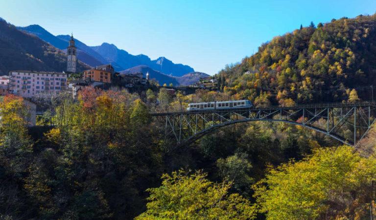 Il più bel viaggio attraverso i colori dell'autunno piemontese: la magia si vive sul Treno del Foliage