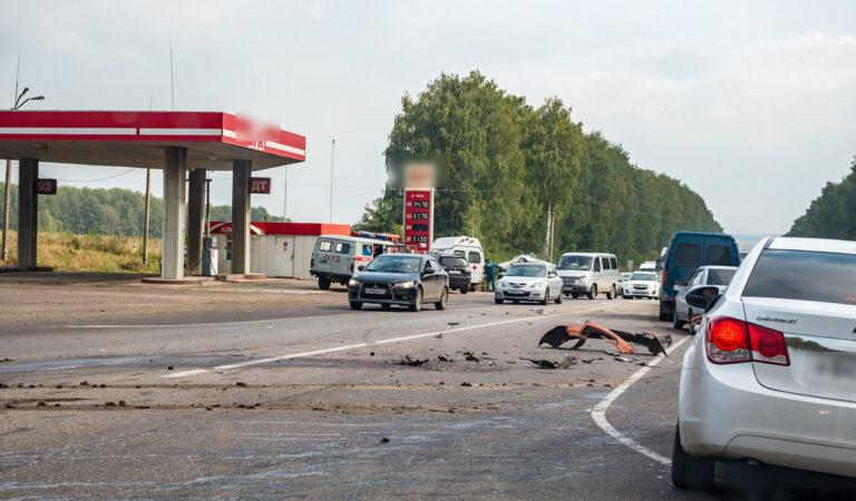 Moto si schianta contro un camion: centauro muore sul colpo