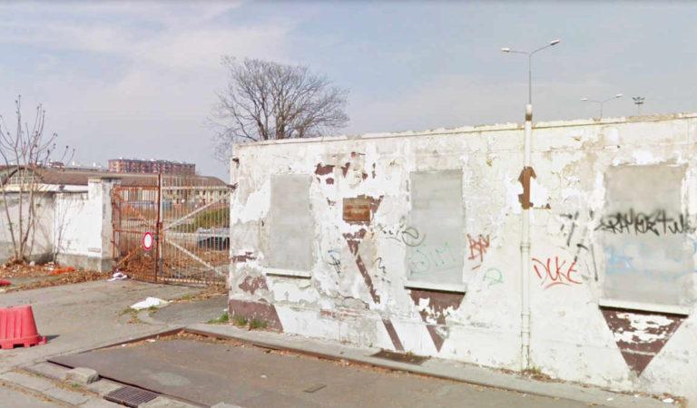 Scalo Vanchiglia a Torino, messi i sigilli e un «muro» contro disperati e senzatetto