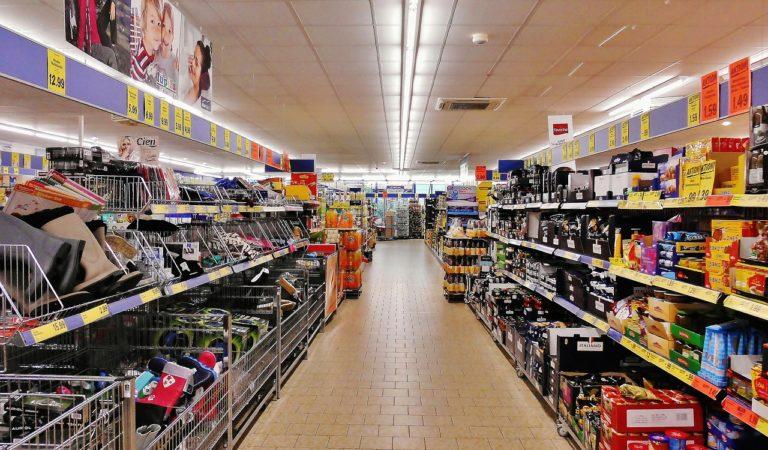 Consumi si abbassano e anche la classe media ormai fa spesa al discount