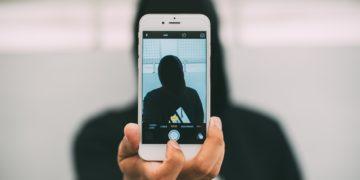 Latitante fa un selfie con Brumotti