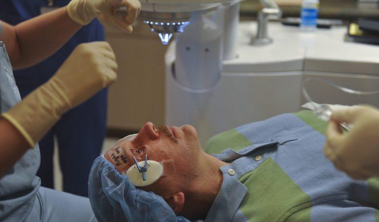4 persone perdono un occhio dopo un intervento di cataratta: medico a processo
