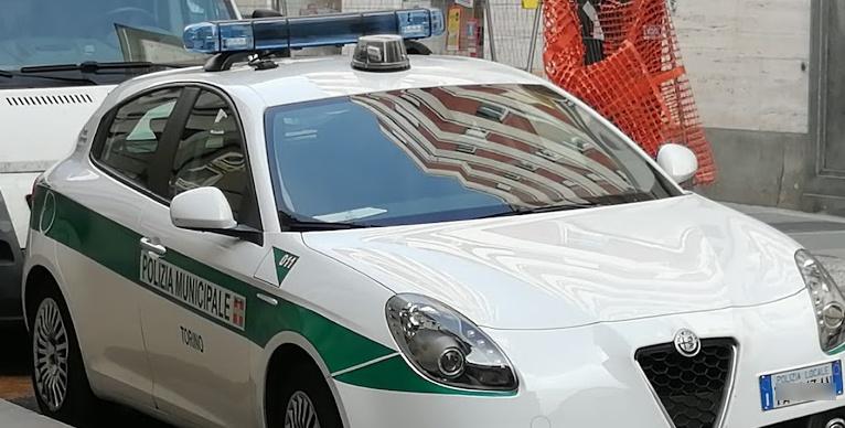 Auto si ribalta in via Bogino