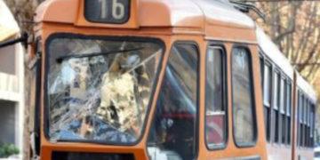 Scontro tra due tram a Torino
