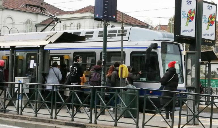 Bus e Tram a Torino: si aspetta troppo. Uno studio boccia la nostra città