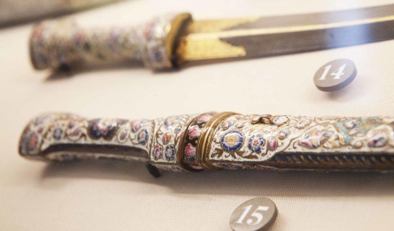 Nuova vita ai Musei Reali: arriva l'allestimento di armi orientali