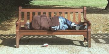 Uomo mortoa su panchina Novara