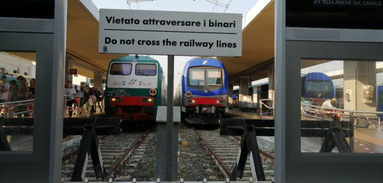 Manifesto di protesto sul treno Torino Susa