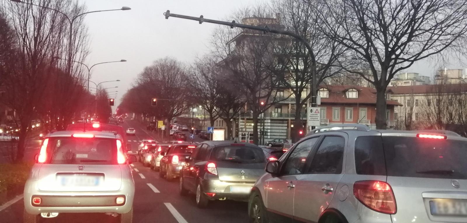 smog a Torino limitazioni al traffico. stop ai diesel euro 4.