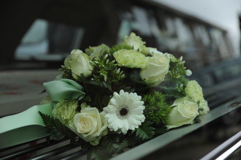 Attilio Beltran muore accanto alla bara del marito