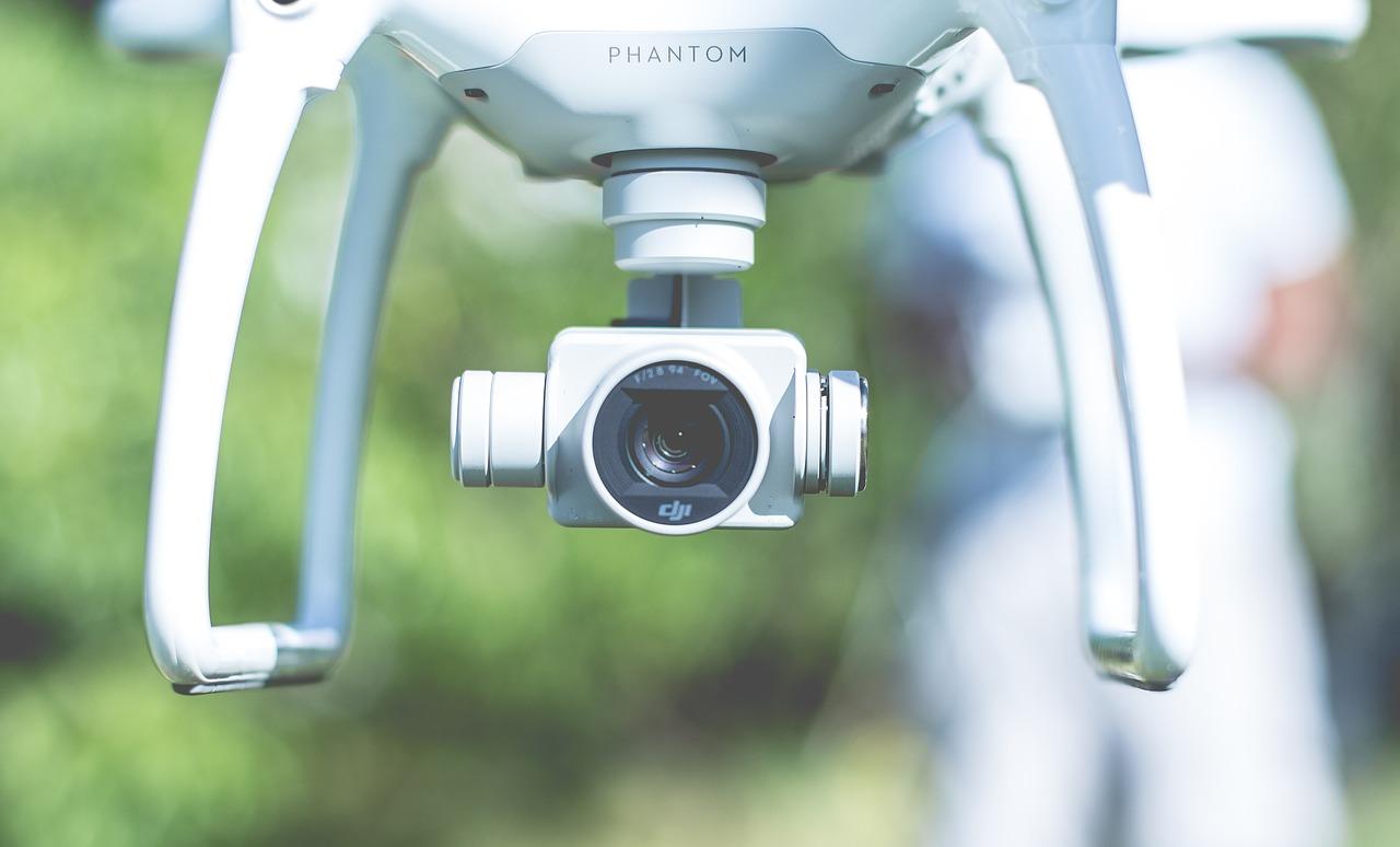 Drone si schianta sull'A6