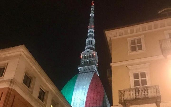 Dal 31 marzo la mole Antonelliana si veste del tricolore per onorare le vittime del Coronavirus