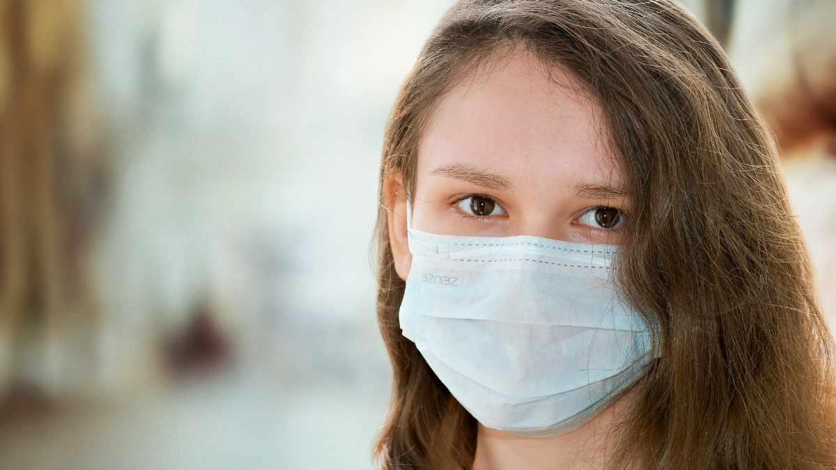 Allarme mascherine al cloroformio a Torino: cosa c'è di vero