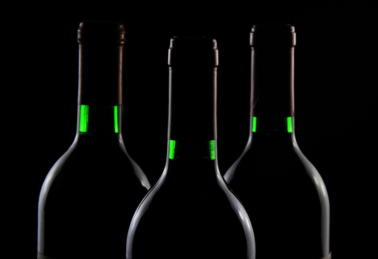Il vino al ristorante costa troppo, la ripartenza farà abbassare i rincari