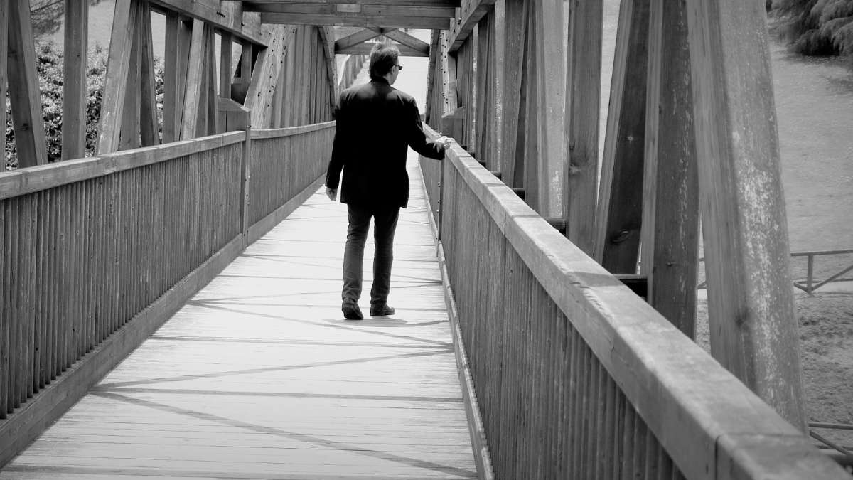 Torino: uomo tenta suicidio