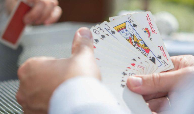 In Piemonte si torna a  poter leggere i quotidiani e giocare a carte nei bar e circoli ricreativi