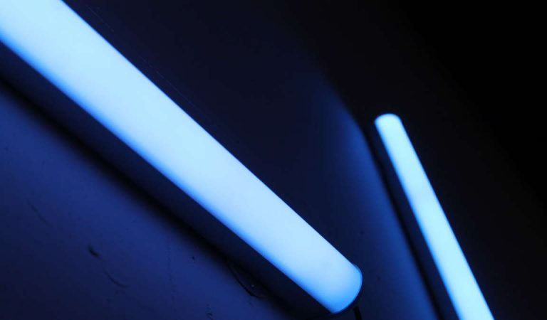 Lampade luce UV contro i virus: pericolose e inutili