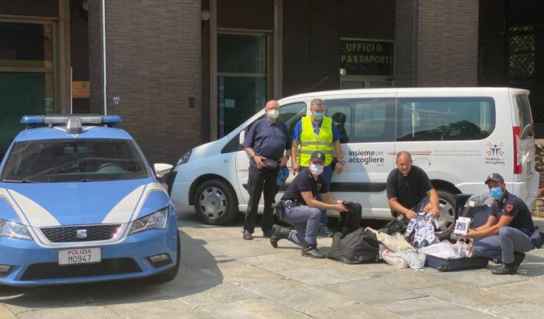 Famiglie bisognose di Torino: donati vestiti contraffatti sequestrati dalla Polizia