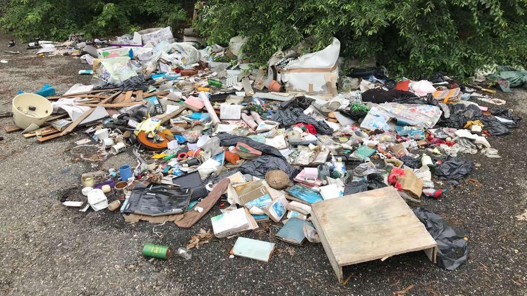 Fototrappole contro chi abbandona rifiuti a Torino