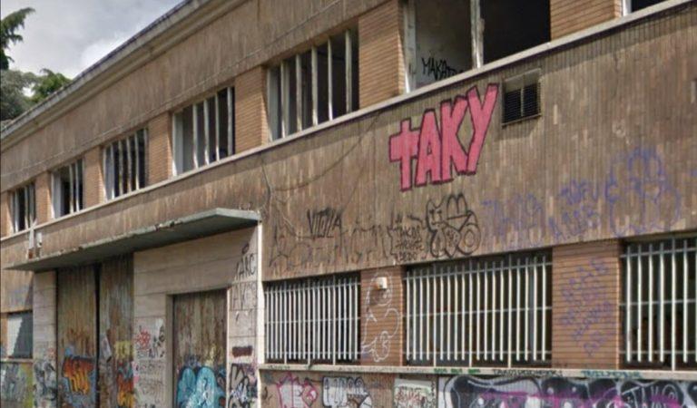Un rudere industriale a pochi passi dal centro di Torino diventato ricovero di tossici e disperati di ogni tipo