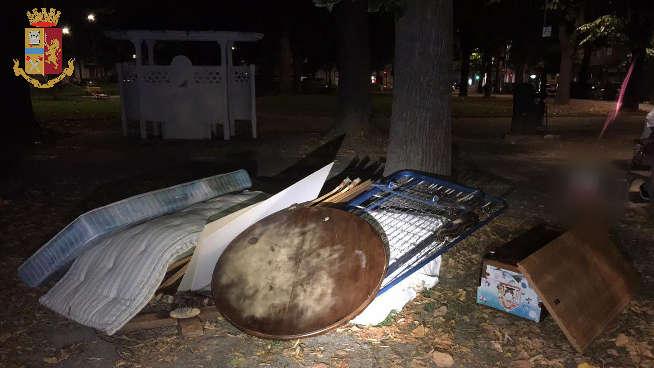 Torino: scaricano i rifiuti nel parco, pizzicati dalla Volante
