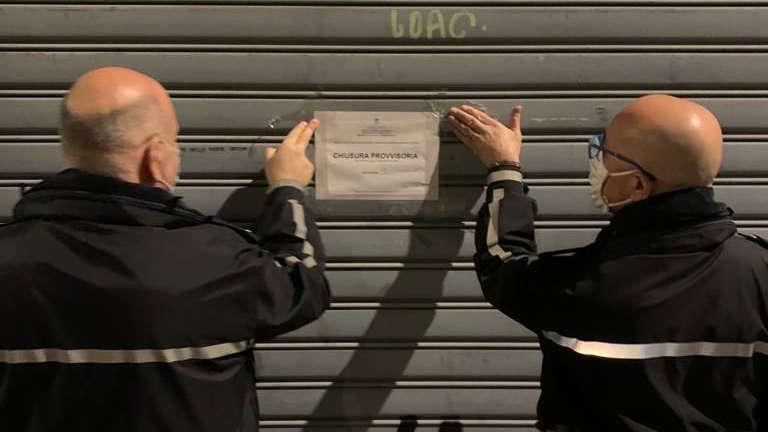Polizia Municipale chiude locale