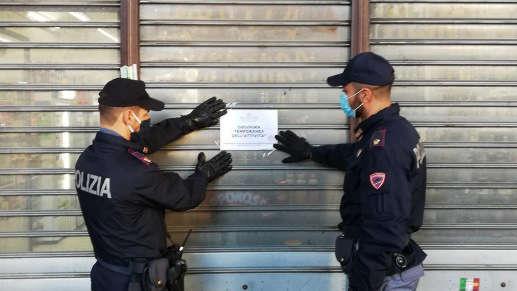 Blitz della Polizia in esercizi commerciali a Torino