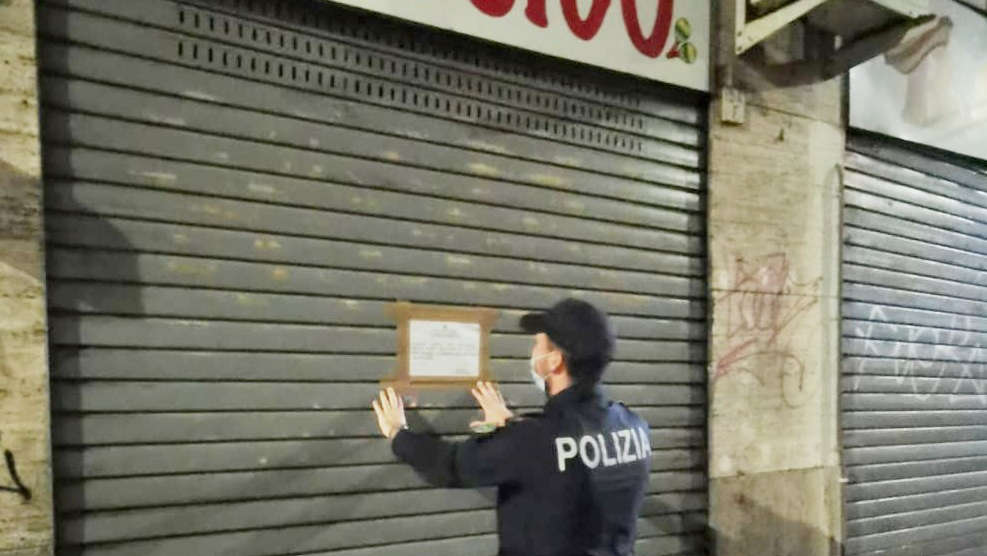 Bar chiuso dalla Polizia a Torino