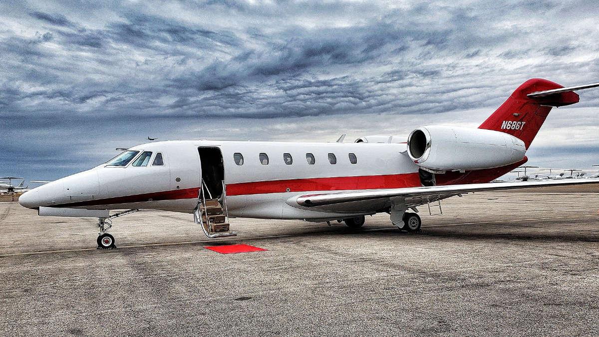 Meglio la prima classe o il jet privato?