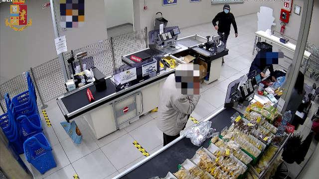 Arrestato rapinatore seriale dei supermercati a Torino