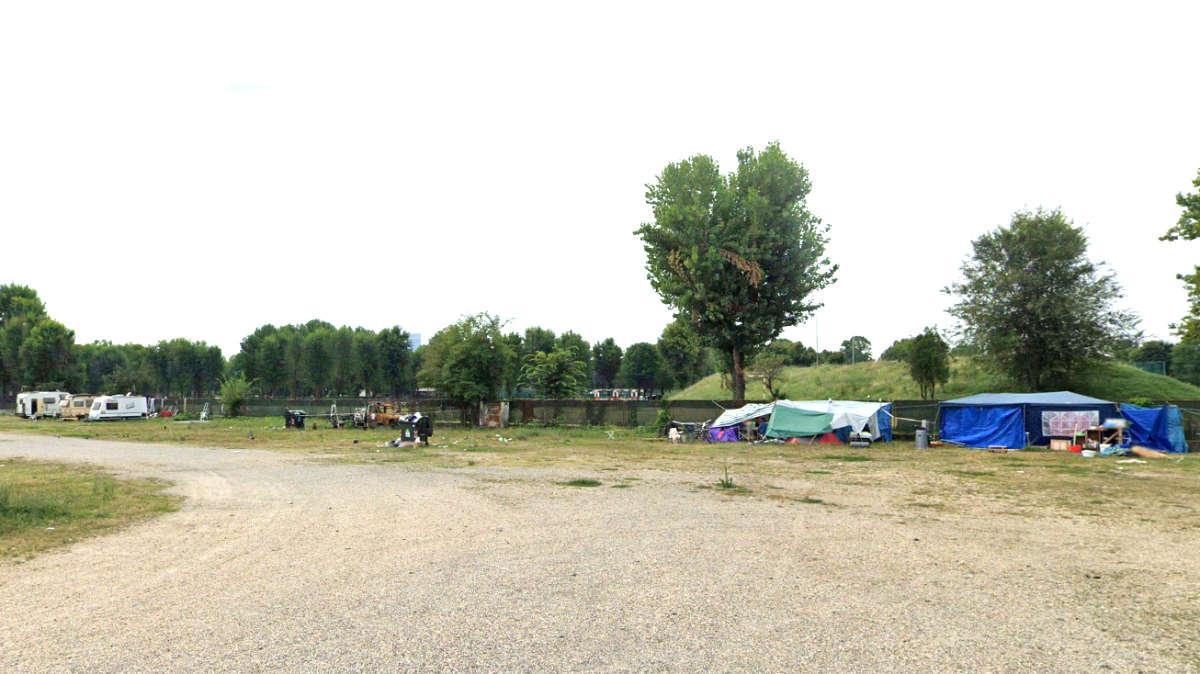 Piazza d'Armi a Torino accampamento per disperati