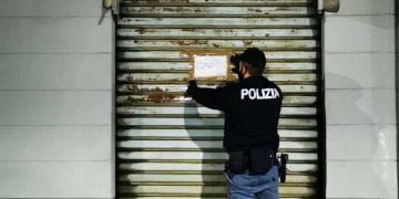 Locale resta aperto a Torino