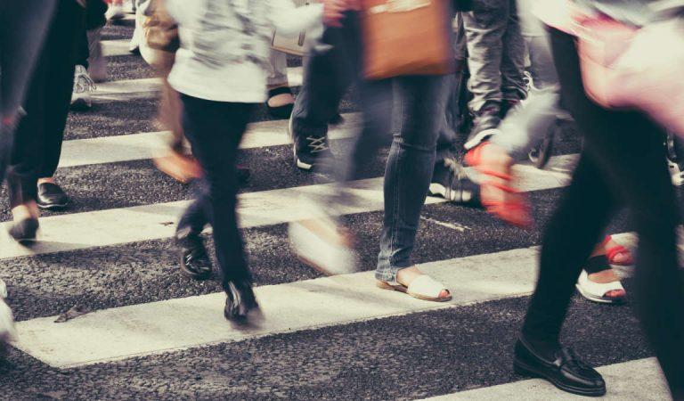 Le strisce pedonali di Torino che svaniscono: cittadini e pedoni a rischio in molte zone. FOTO