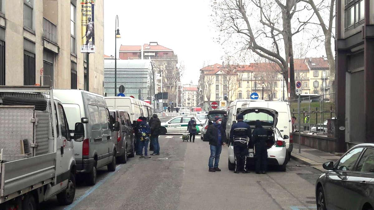 Venditori abusivi a Torino