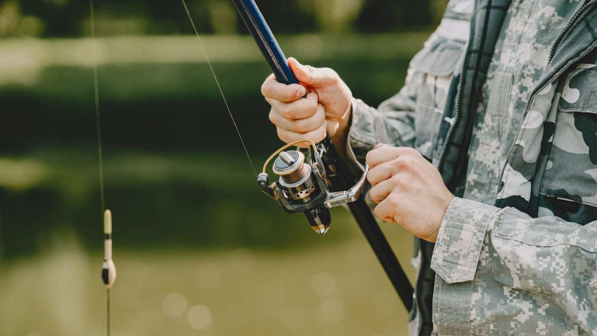 Muore mentre pesca al lago