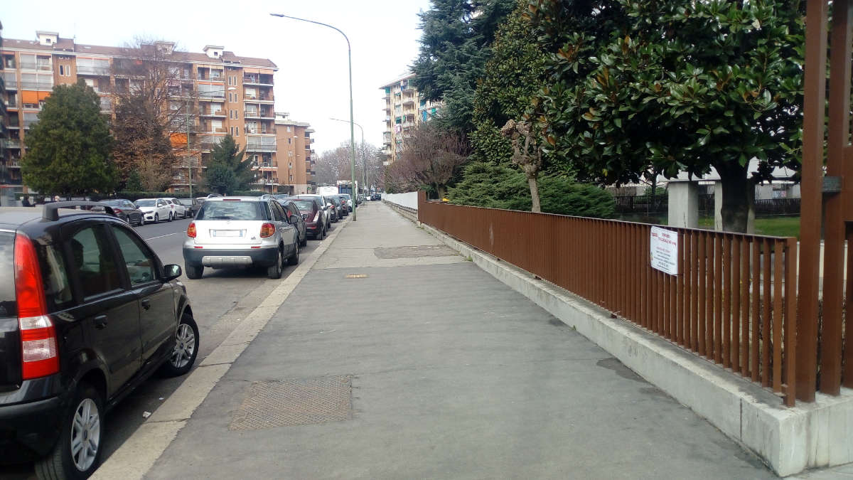 Via Isernia a Torino senza cestini