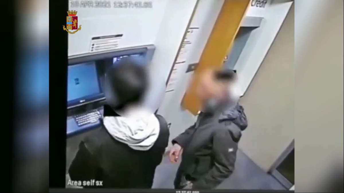 Rapina al bancomat
