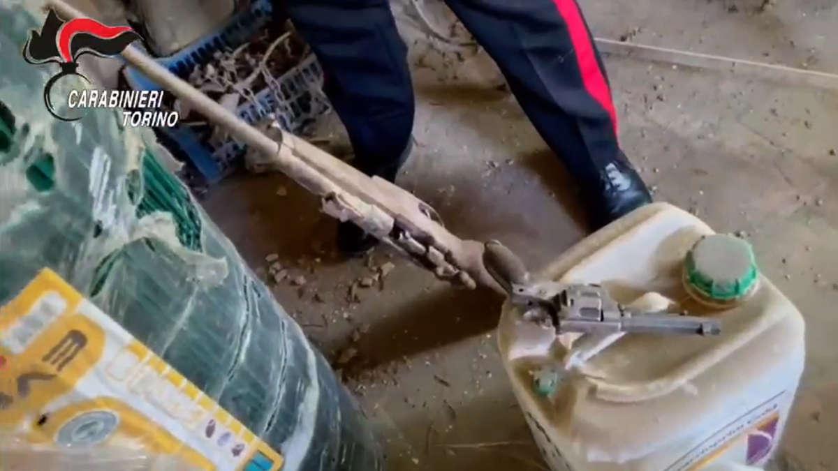 Carabinieri sequestrano armi