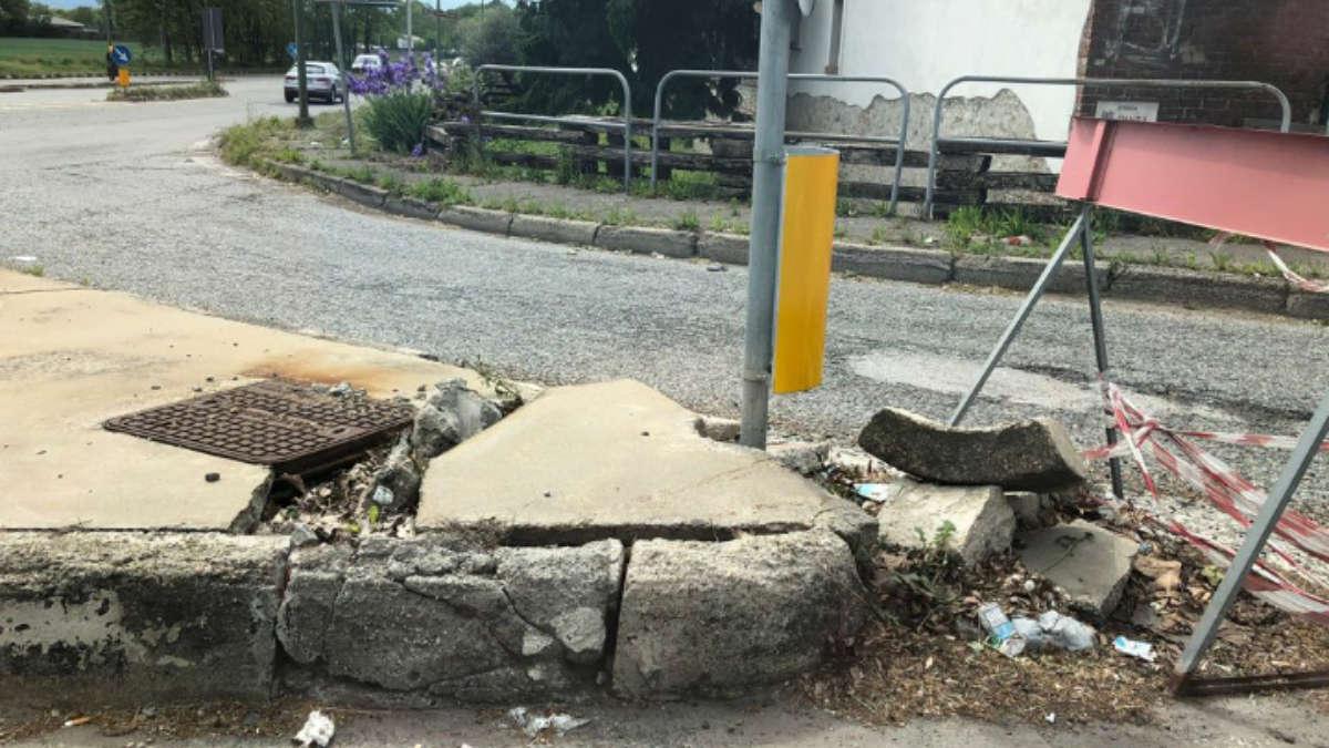 Cordolo di strada Pianezza