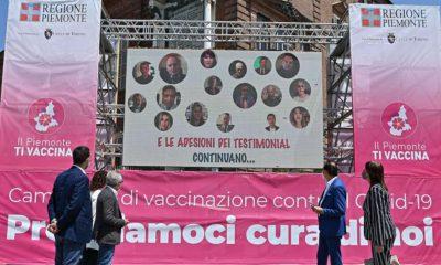 Il contatore dei vaccinati in piazza Castello