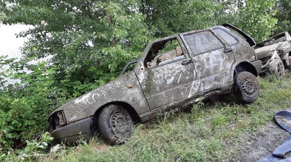Auto nei laghetti di Falchera