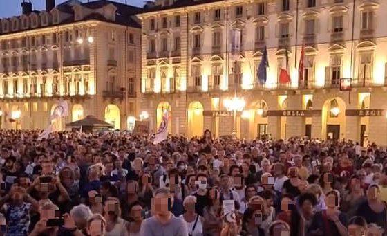 Manifestazione in piazza Castello
