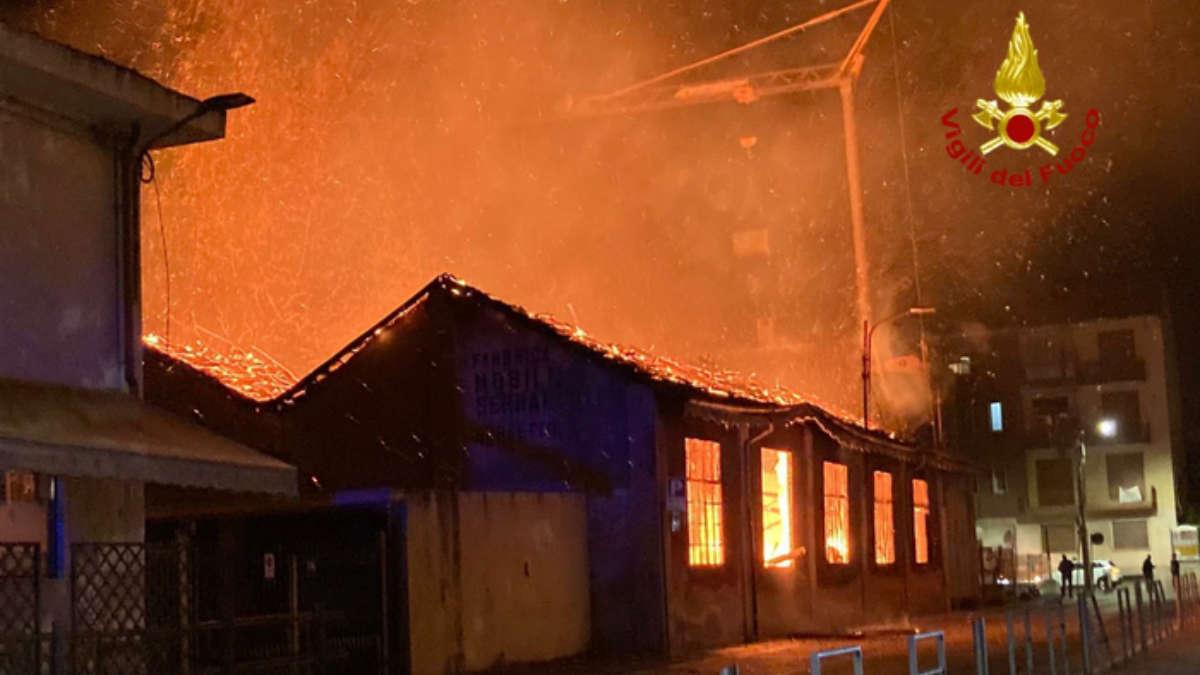 A fuoco falegnameria a Cirié